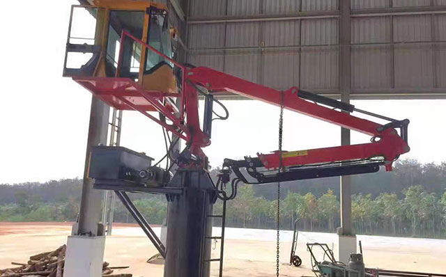 木材顆粒廠粉碎機投料口用7.8米兩節伸縮抓木機